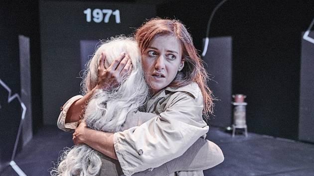 ŽÍTKOVSKÉ BOHYNĚ. Na Palmovce jde o třetí adaptaci románu Kateřiny Tučkové. Jan Hájek se připravuje na roli Holmese.