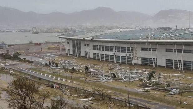 Hurikán Irma zdevastoval i světoznámé letiště ostrova Svatý Martin