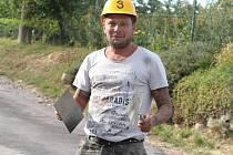 Současnost... Třiačtyřicetiletý obránce se po konci profesionální kariéry stal pracovníkem na stavbách