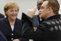 Bono na summitu. Přijel, jednal, neuspěl.