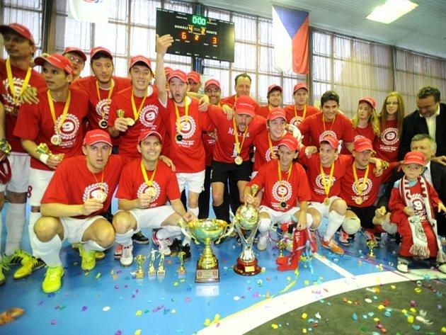 Futsalisté Chrudimi se stali posedmé za sebou ligovými mistry.