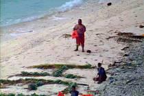 Trosečníky z ostrova v Mikronésii zachránili vojáci.