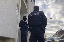 Německá policie při razii 6. listopadu 2020 v Osnabrücku u osob, které eviduje jako islámské radikály