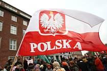 Lidé v Gdansku protestují proti výsledkům voleb.