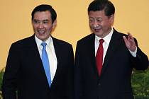 Čínský a tchajwanský prezident Si Ťin-pching a Ma Jing-ťiou.