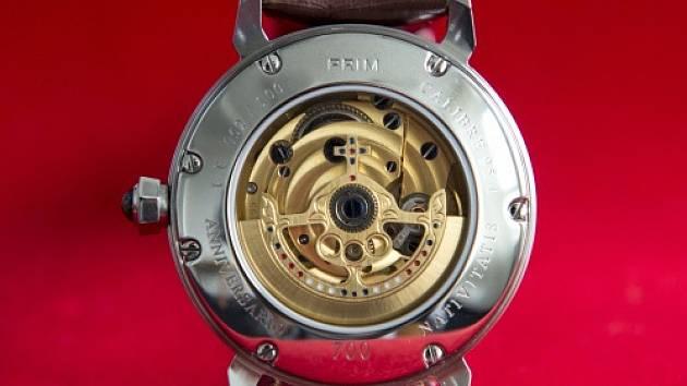 Společnost Elton hodinářská z Nového Města nad Metují, která vyrábí náramkové hodinky Prim, připravila k letošnímu 700. výročí narození císaře Karla IV. zvláštní sérii mechanických hodinek (na snímku z 19. května).