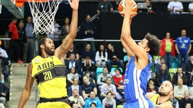 Basketbalová Liga mistrů: Frankfurt (v modrém) vs. Aris Soluň.
