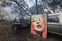 Požár ničil majetek celebrit ve čtvrti Bel Air v Los Angeles.