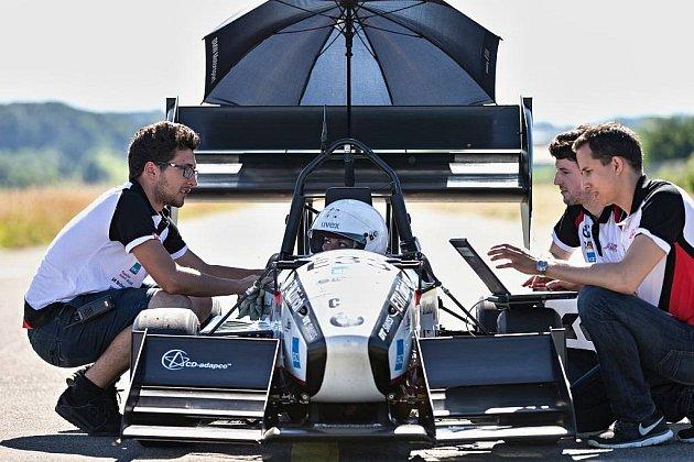 Studenti zCurychu vytvořili rekord ve zrychlení elektromobilu.