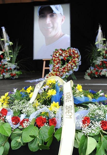 Veřejné rozloučení ve Zlíně s hokejistou Karlem Rachůnkem, který společně s dalšími hráči klubu Lokomotiv Jaroslavl zahynul při nehodě letadla v Rusku.
