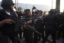 Po útoku na policisty zůstali tři mrtví.