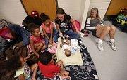 Hurikán Michael zasáhl pobřeží USA. Lidé v evakuačním centru ve škole. Panama City Beach na Floridě.