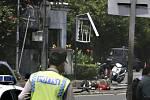 Série šesti silných explozí otřásla dnes centrem indonéské metropole Jakarty. Podle očitých svědků se z místa incidentu ozývaly výstřely.