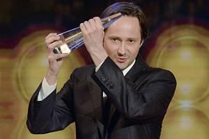 Cenu za nejlepší mužský herecký výkon ve vedlejší roli převzal Jaroslav Plesl za film Díra u Hanušovic.