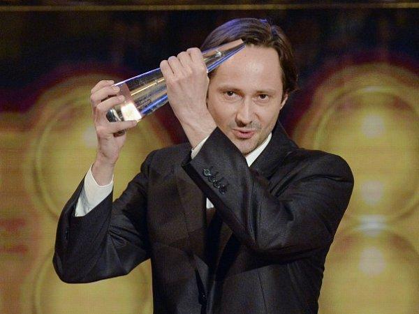 Cenu za nejlepší mužský herecký výkon ve vedlejší roli převzal Jaroslav Plesl za film Díra uHanušovic.