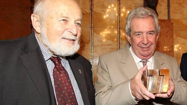 František Janouch, předseda správní rady Nadace Charty 77 a Vladimír Binar, laureát Ceny Jaroslava Seiferta 2012