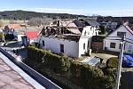 Hasiči zasahovali 10. února 2020 v Rohozné na Jihlavsku, kde silný vítr způsobil rozsáhlé škody na střechách několika domů.