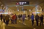 V Praze byl 4. října slavnostně otevřen Trojský most přes Vltavu, který je součástí tunelového komplexu Blanka. Lidé se mohli projít nejen po mostě, ale i tunelem 3,5 km na Letnou.