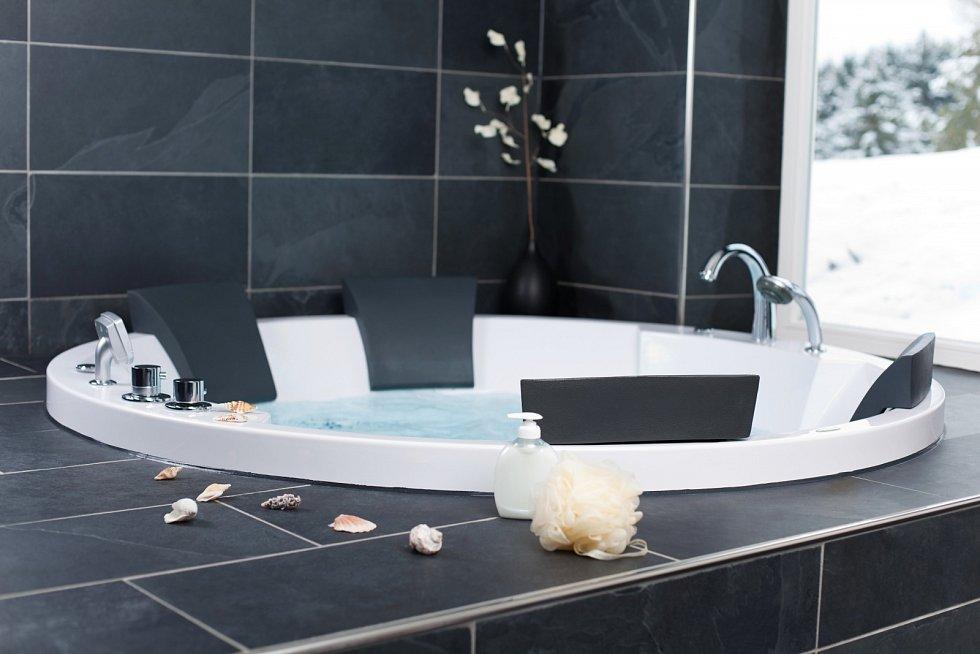 Toužíte po uvolnění po náročném dni? Bolí vás klouby? Je čas na koupel v bublinkách.