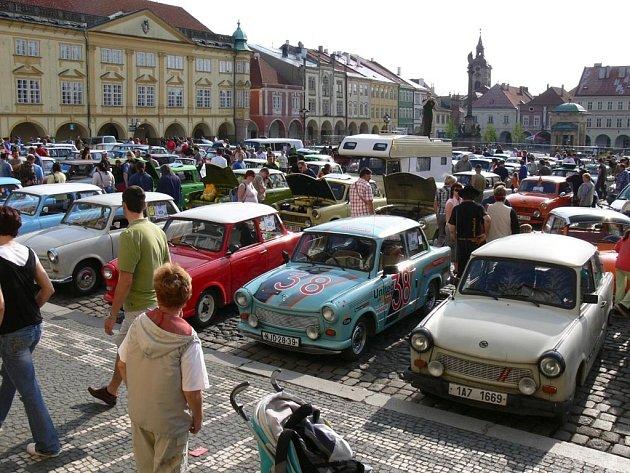 Na IV. setkání majitelů a příznivců značky Trabant se sešlo více jak 150 vozů