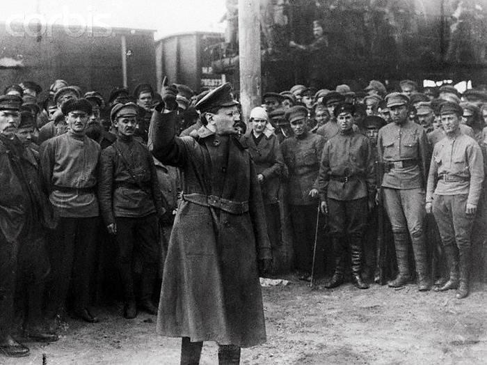 Lev Trockij motivuje ruské vojáky během sovětsko-polské války v roce 1920