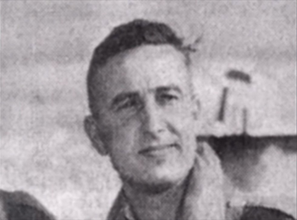 Navigátorem byl dvacetiletý Kenneth Thomas