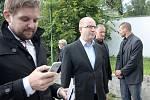 Premiér Bohuslav Sobotka a ministr vnitra Milan Chovanec v sobotu navštívili přijímací tábor pro zajištění cizinců v Zastávce na Brněnsku.