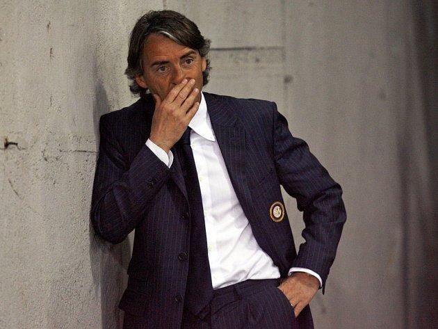 Trenér Interu Milán Roberto Mancini má problém.