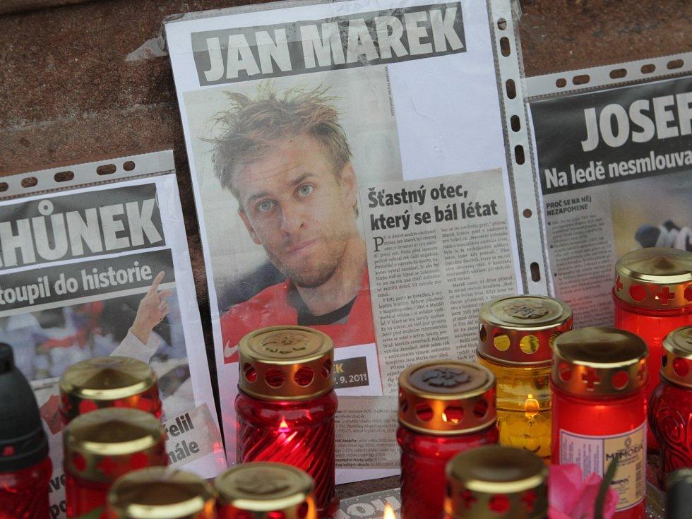 Září 2011: Pieta za hokejisty Jana Marka, Karla Rachůnka a Josefa Vašíčka (Kolín).