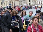Policejní kontroly u každého vstupu na Pražský hrad.