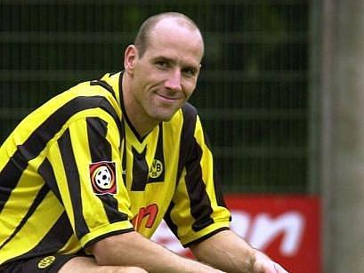 Jan Koller v dresu Borusie Dortmund, v ní prožil asi nejkrásnější roky kariéry.