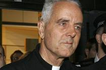 Biskup Richrd Williamson.