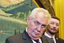 Prezidenta Miloš Zeman a jeho mluvčí Jiří Ovčáček.