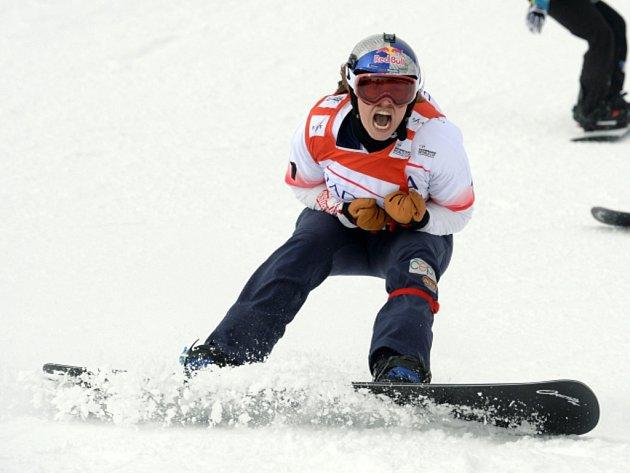 Olympijská šampionka Eva Samková se raduje z vítězství na SP ve Feldbergu.