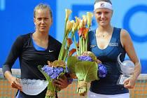 Agnes Szavayová (vpravo) porazila ve finále ECM Prague Open českou tenistku Barboru Záhlavovou-Strýcovou.
