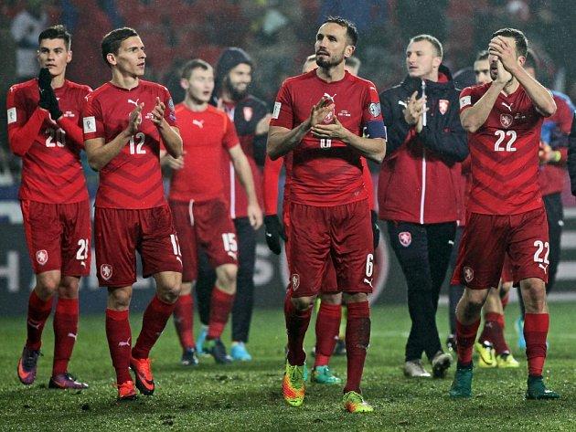Čeští fotbalisté se radují z důležité výhry nad Norskem.