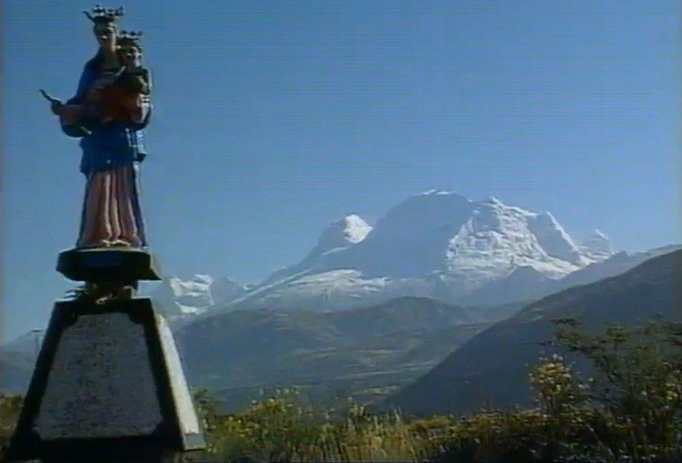 Nejvyšší hora Peru Huascarán, o jejíž slezení usilovala v roce 1970 skupina československých horolezců