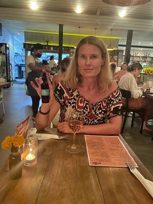 Pracuju, sportuju, cestuju, poznávám, učím se, odšťavňuji ovoce i zeleninu. Jím to, co jsem nikdy nejedla. Šnorchluju a vidím to, co jsem nikdy neviděla. Žiju a plním si své sny, popisuje život na Bali Zlata Biedermannová.