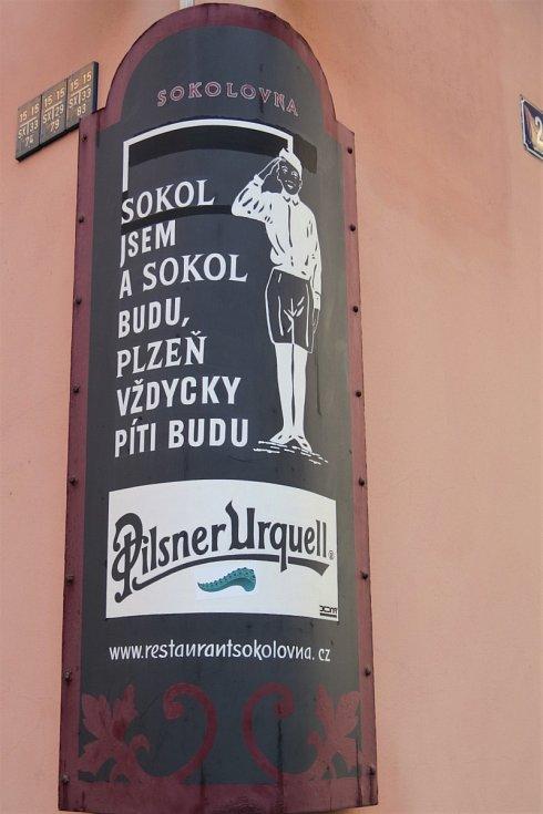 Nejútulnější fotbalové hospody? Ty jsou v Praze,  ale Praha není prales...
