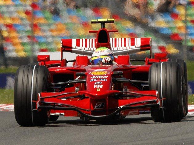 Felipe Massa si jede pro vítězství ve Velké cene Francie.