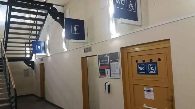 Toalety na nádraží České Budějovic jsou stále s výběrčím.