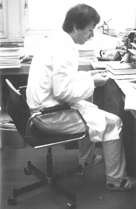 Odborný asistent v roce 1984, Lékařská fakulta UK Hradec Králové