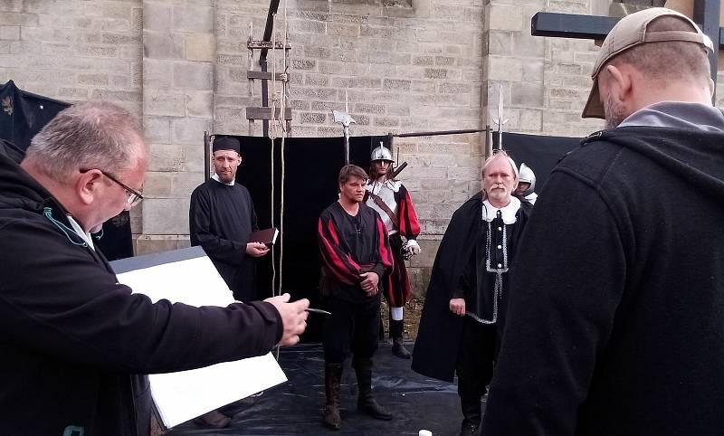 Natáčení dokumentu o exekuci na Staroměstském náměstí, snímky z natáčení a historické kresby věnované této události.