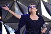 Český lev. Zuzana Kronerová s cenou za nejlepší výkon v hlavní roli ve filmu Bába z ledu.