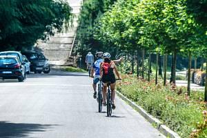 Cyklisty bude nově nutné objíždět ve vzdálenosti nejméně 1,5 metru