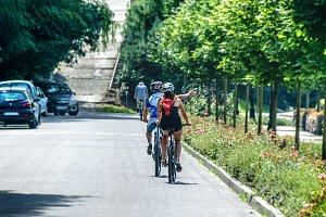 Nová pravidla pro předjíždění cyklistů: Někde bude stačit jen metr