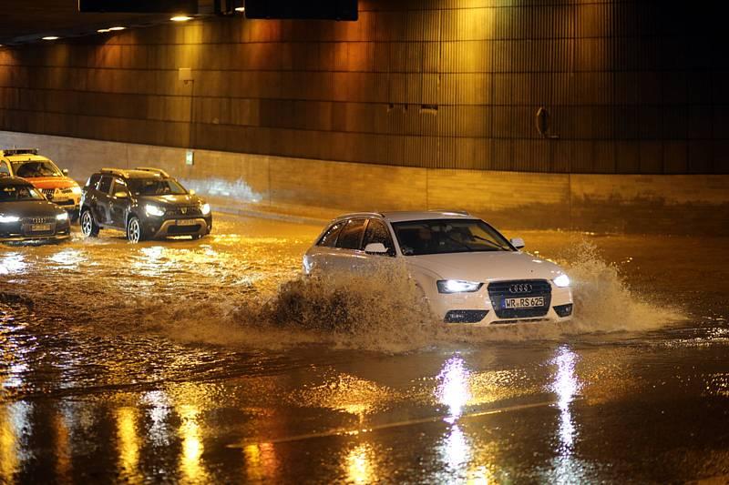 Zaplavená silnice v Německu