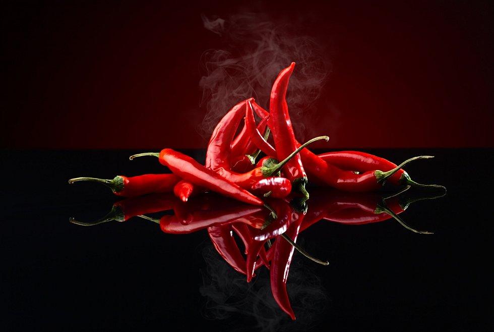Za spalovacím efektem chilli je látka jménem kapsaicin, jenž je v něm obsažená.