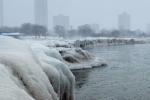 Zamrzlá promenáda u jezera Michigan
