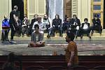 Rušení představení v divadle v Ostravě
